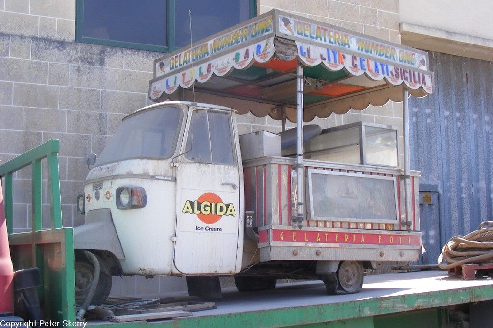 1988 Piaggio Vespa Ice Cream Cart.JPG