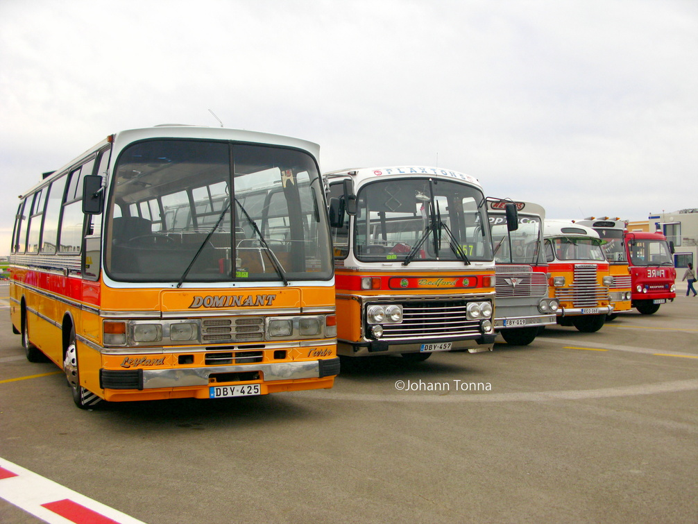 Buses at Paqpaqli Dec 2011 .jpg