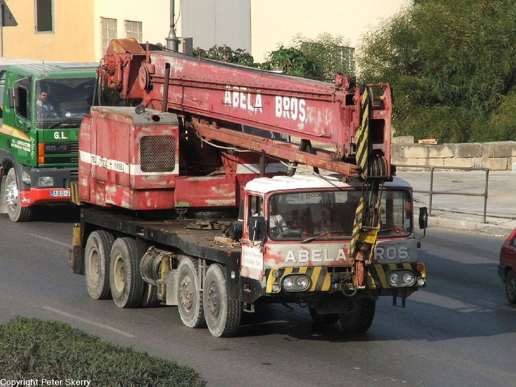 1976  Smiths  35 T (modified)  8X4 Mobile Crane.                                     .JPG